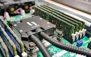 Blick in einen wassergekühlten Server